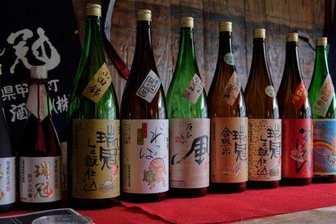Brasserie Yamaoka – La seule brasserie de la préfecture d'Hiroshima à produire du saké en utilisant le riz Kame no O. Bien ancrée dans la communauté locale, elle participe à toutes les étapes, de la culture du riz au au brassage, en passant par le polissage